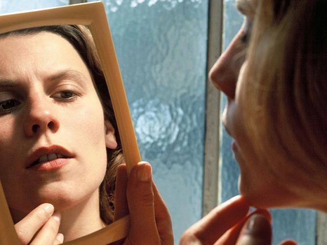 Dermatolog savetuje: Evo kako da iscedite bubuljicu a ne napravite PROPAST na licu