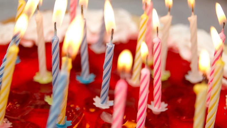 tort urodziny świeczki