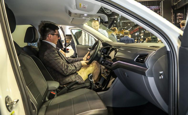 T-Cross zapewnia bardzo dobrą widoczność z przestronnego wnętrza. Pasażerowie mają wrażenie, że znajdują się w znacznie większym samochodzie