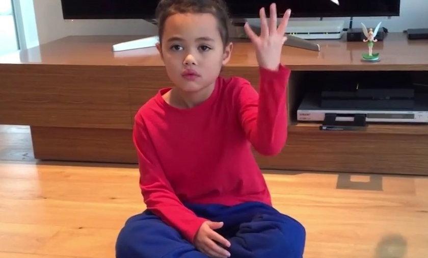 Niesamowite triki małej dziewczynki.