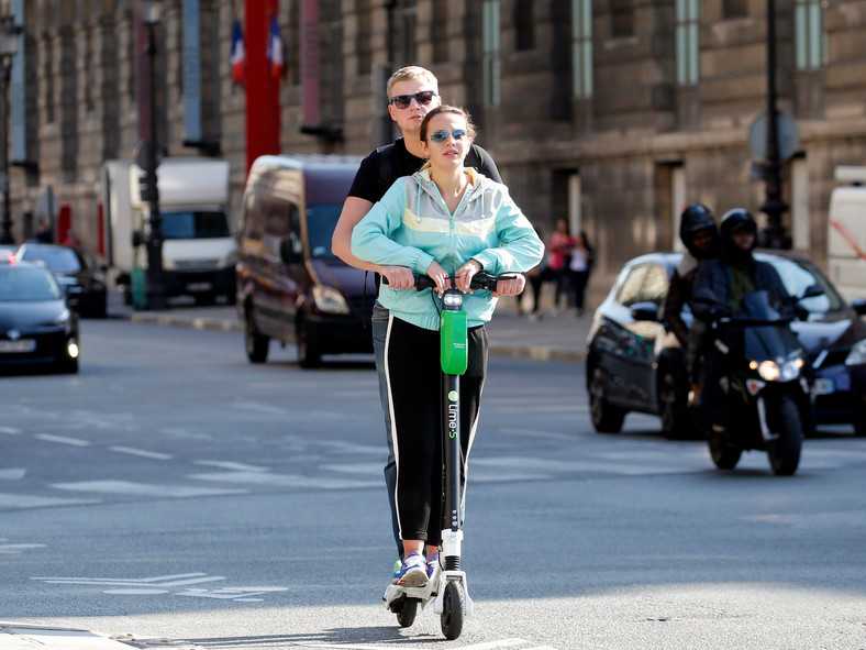 Scooter 2 people