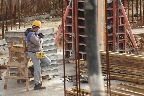 Radnici na građevini mogu da zarade i više od 1.000 evra