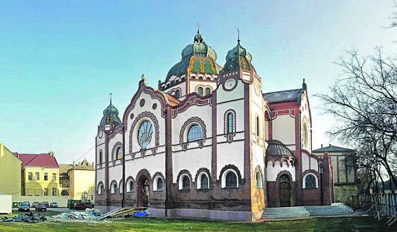 Spolja je Sinagogi već vraćen stari sjaj iz 1902. godine