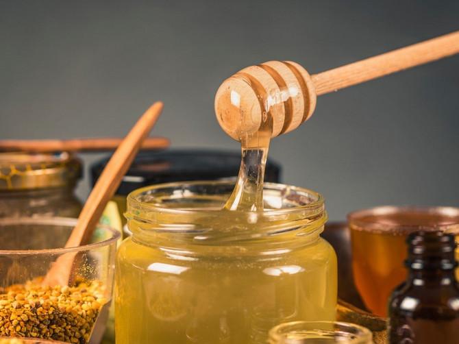 ŠTA SRBIJA JEDE Lažni med koji se prodaje kao pravi uglavnom dolazi iz Kine i sadrži OVAJ SASTOJAK: Zbog njega vam prete MASNA JETRA i još ceo niz bolesti