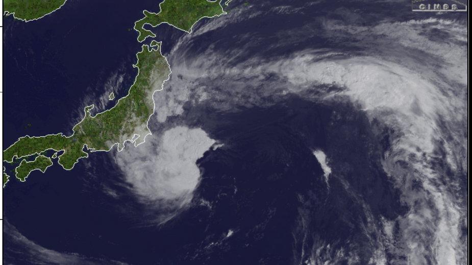 Burza tropikalna Nepartak na zdjęciu satelitarnym na wschód od Japonii