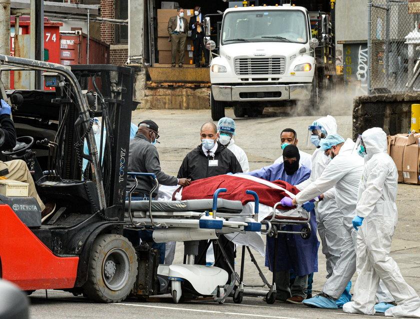 Straszne dni dla lekarzy z Nowego Jorku. ZDJĘCIA OD +18 LAT