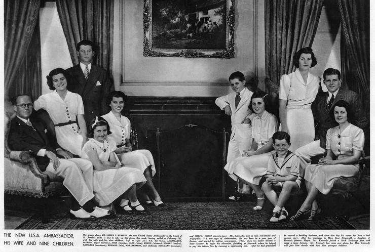 Džozef i Rouz Kenedi sa svojih devetoro dece