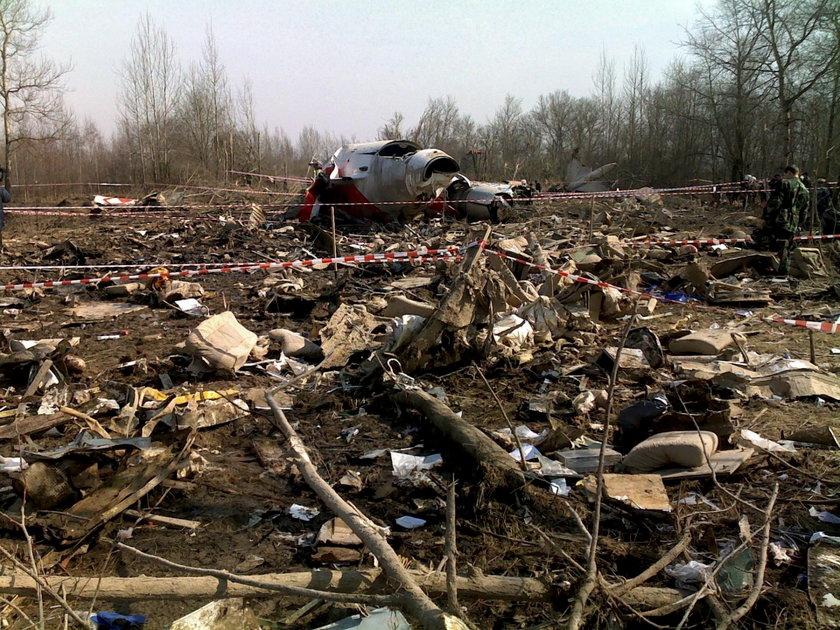 Wrak tupolewa na miejscu katastrofy