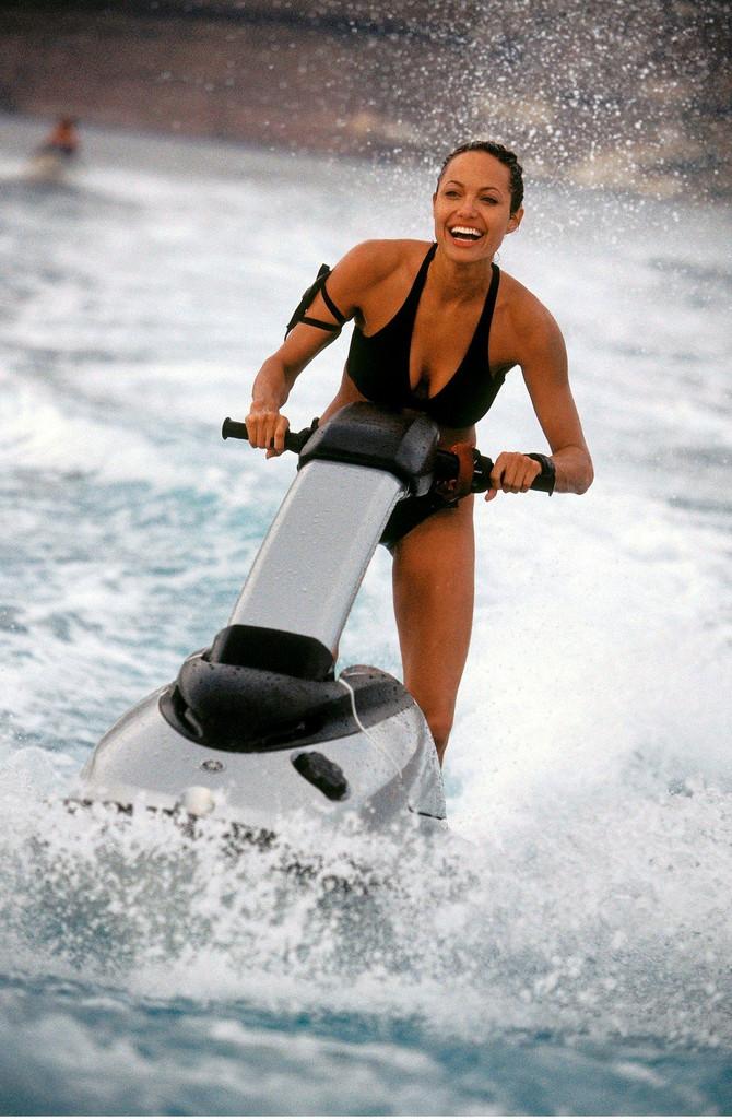 "Džolijeva tokom snimanja filma ""Tomb Raider"""