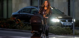 Marina z dzieckiem na spacerze. W końcu wygląda normalnie?