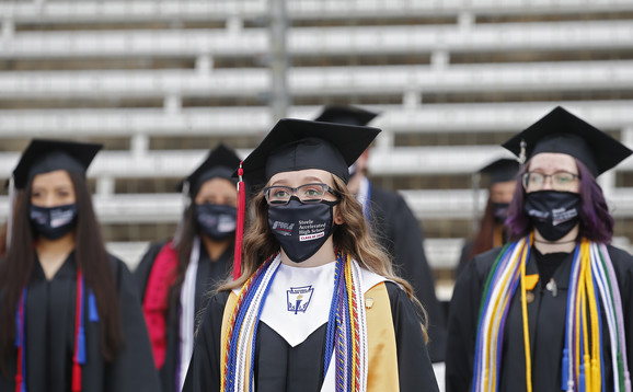 Maturanti slave pod maskama u Dalasu, Teksas