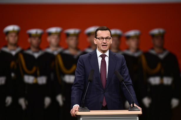 Premier Mateusz Morawiecki podczas uroczystości upamiętniających 79. rocznicę wybuchu II wojny światowej przed Pomnikiem Obrońców Wybrzeża na Westerplatte,