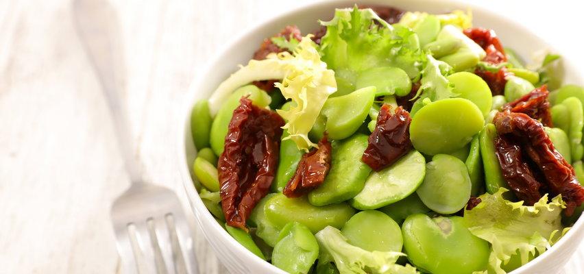 Sałatki z bobem: pomysł na lekki obiad