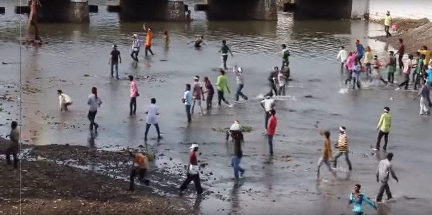 Festiwal rzucania kamieni w Indiach przerodził się w regularną bitwę