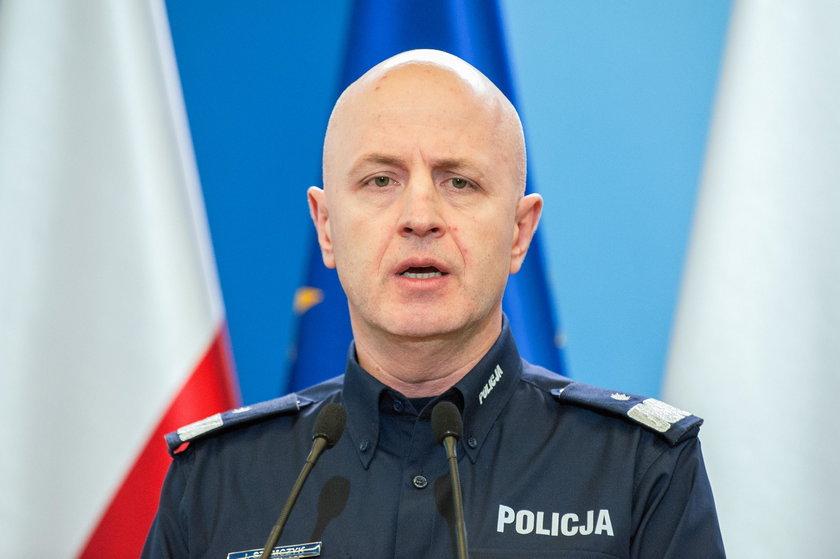 Szef policji broni funkcjonariuszy