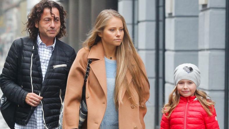 Piotr i Agata Rubikowie z córką