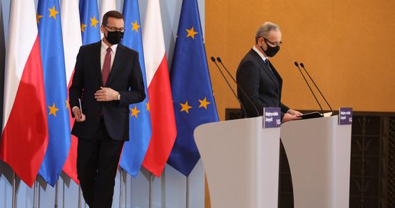 Nowe obostrzenia w Polsce. Konferencja premiera na żywo ...