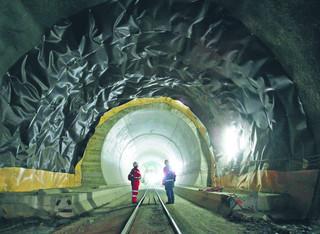 Tunel św. Gotarda: Szwajcarzy wydali 12 mld franków na inwestycję, która nigdy się nie zwróci
