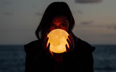 Kojarzenie znaków księżyca