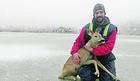 PODVIG KAO IZ DIZNIJEVOG CRTAĆA Ovaj ribolovac je sa zaleđenog jezera spasao banatskog Bambija