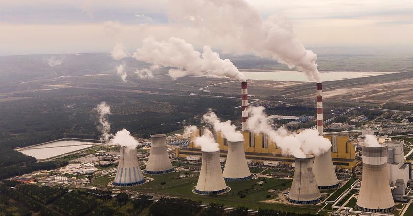 """Według """"GW"""" rząd PiS chce odejść od węgla, ale wypowiedzi ministra mogą być też """"grą z Brukselą"""""""