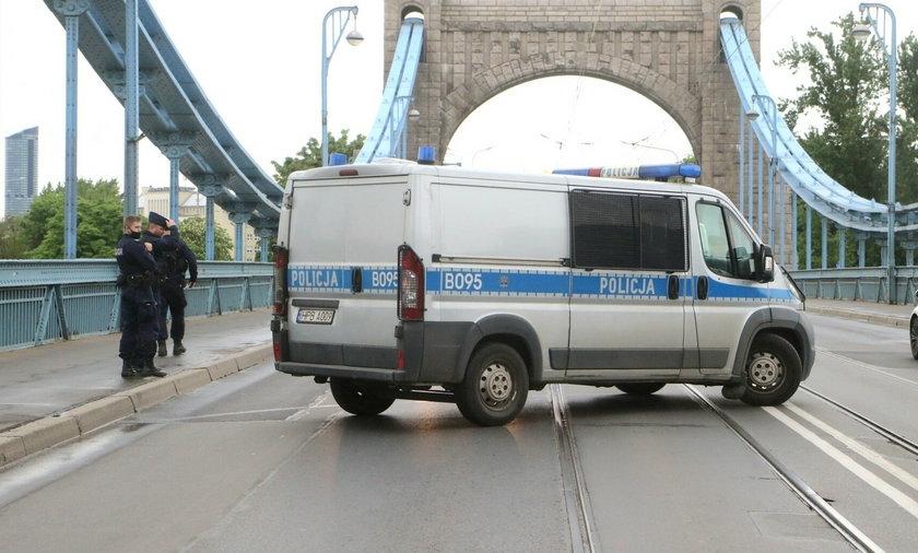 Mężczyzna na oczach świadków skoczył z mostu Grunwaldzkiego we Wrocławiu.