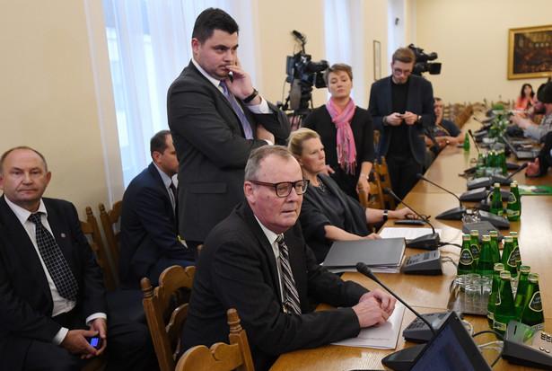Tematem posiedzenia są dotychczasowe ustalenia podkomisji, którą w lutym powołało MON do ponownego zbadania katastrofy smoleńskiej.
