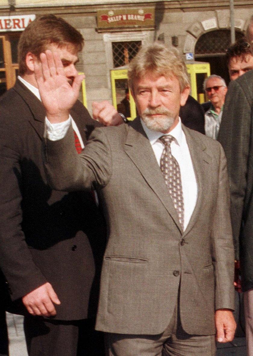 Płk. Kukliński podjął współpracę z Amerykanami i przekazał CIA dokumenty dotyczące m.in. wprowadzenia stanu wojennego w Polsce