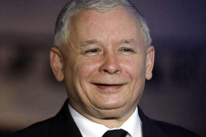 Kaczyński kpi z błędu Komorowskiego, a sam...