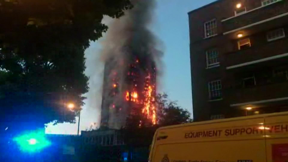 BHDN_IN-193TU_UK__MASSIVE_FIRE_ENGULFS_LONDON_APT_BUILDING_CNNA-ST1-100000000406c443_120_0