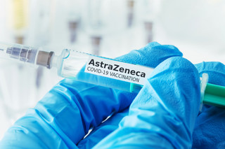 Włochy: Szczepionka AstraZeneki rekomendowana dla osób powyżej 60 lat
