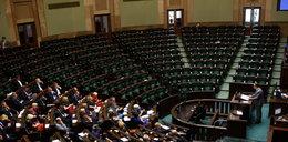 Posłowie PiS zrobili swoje i wyszli. Zlekceważyli ważne wystąpienie Rzecznika Praw Obywatelskich