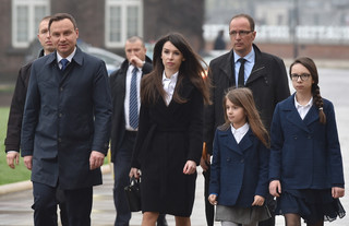 Prezydent Duda na grobie Lecha i Marii Kaczyńskich