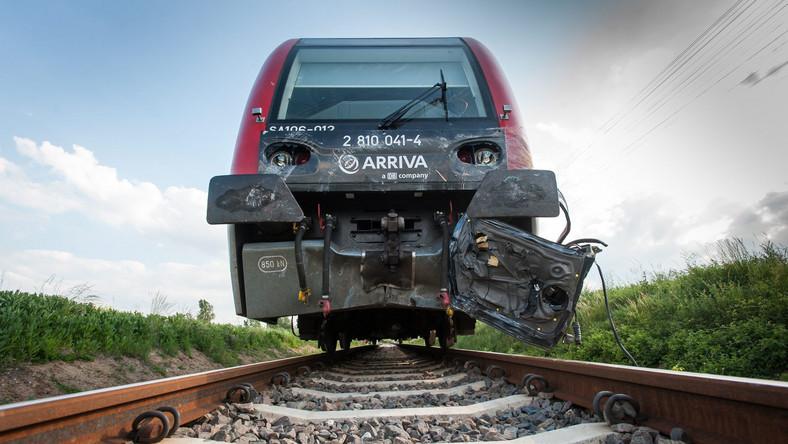Miejsce zderzenia samochodu osobowego z szynobusem relacji Toruń-Grudziądz na niestrzeżonym przejeździe kolejowym w miejscowości Pniewite. W wyniku wypadku zginęło dwoje dzieci, rodzice zostali ranni