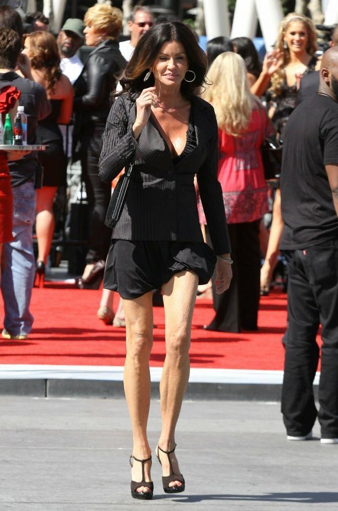 Dženis je u kratkoj haljini pružila pravu poslasticu paparacima
