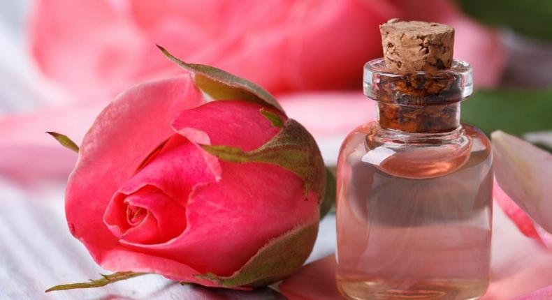 Rose water (medicalnewstoday)