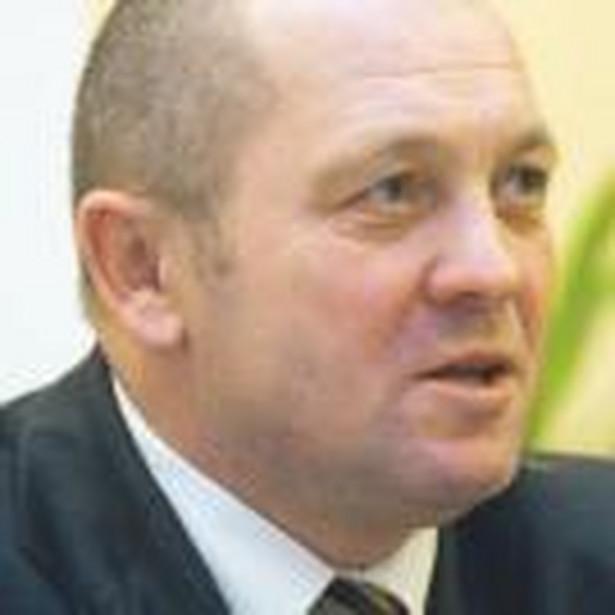 Sawicki powiedział, że złoży projekt zmian w ustawach o ustroju rolnym i Agencji Nieruchomości Rolnych, który z obecnie dzierżawionej ziemi w zasobie ANR wydzieli 30 proc. na powiększenie gospodarstw miejscowych rolników.