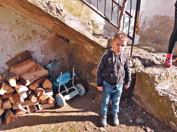 Matej je bio mali kada je njegova majka Ana zbog porodičnog nasilja završila u sigurnoj kući
