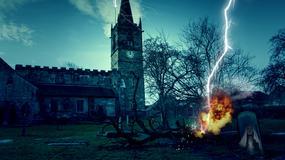 Piorun uderzył w drzewo na cmentarzu. Widok jest niesamowity!