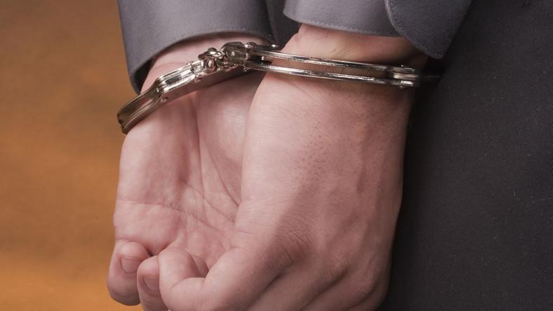 Czterej mężczyźni pobili sędziego, który przyłapał ich na kradzieży