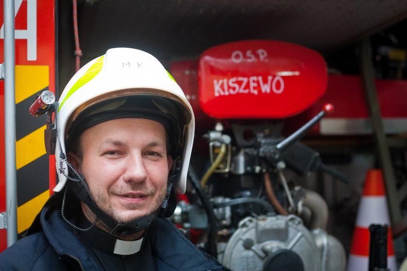 Proboszcz został strażakiem. Ratuje nie tylko duszę!
