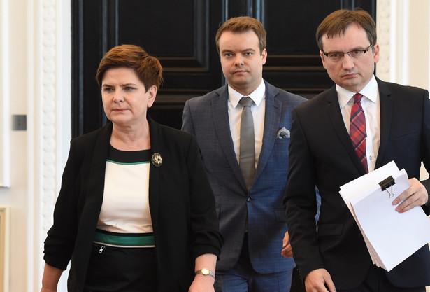 Minister sprawiedliwości, prokurator generalny Zbigniew Ziobro, premier Beata Szydło i rzecznik rządu Rafał Bochenek