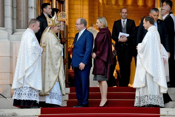 Princ Albert od Monaka sa suprugom Šalin i novim nadbiskupom kneževine Monako