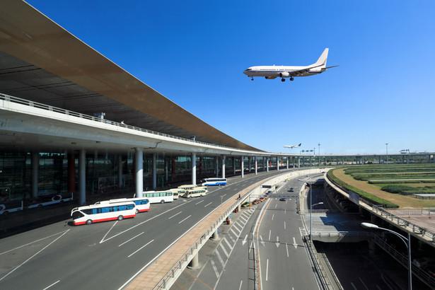 Istotnym elementem jest również to, że w przypadku odwołanego rejsu przewoźnik jest zobowiązany do zaproponowania pasażerowi najszybszego możliwego połączenia alternatywnego
