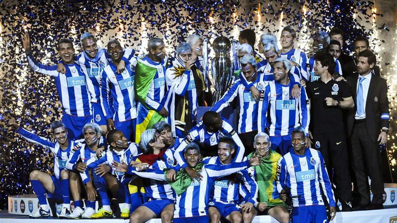 Piłkarze FC Porto cieszą się po wygraniu ligi
