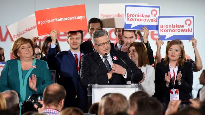 """""""Dziękuję wyborcom niezależnie od tego, na kogo oddali swój głos. Szczególnie dziękuję tym, którzy mnie poparli. Znamy już wstępne wyniki I tury, trzeba je odczytać jako poważne ostrzeżenie dla całego szeroko pojętego obozu władzy, trzeba wyciągnąć daleko idące wnioski, trzeba słuchać głosu wyborców. Konieczna jest mobilizacja wszystkich sił Polski racjonalnej i Polski umiarkowanej. Już dzisiaj zwracam się do licznej grupy wyborców niewątpliwie rozczarowanych, oczekujących szybkich zmian. Gratuluję Pawłowi Kukizowi, gratuluję głównemu konkurentowi, panu Andrzejowi Dudzie. Już dzisiaj wzywam kontrkandydata do debaty"""".CZYTAJ WIĘCEJ >>>"""
