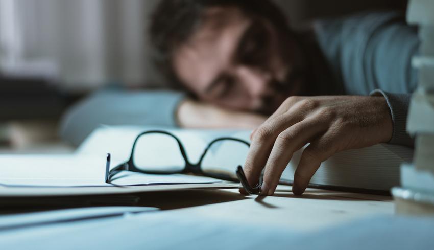 Nem alszik, hogy lefogy. Visít, amikor betesszük az ágyba