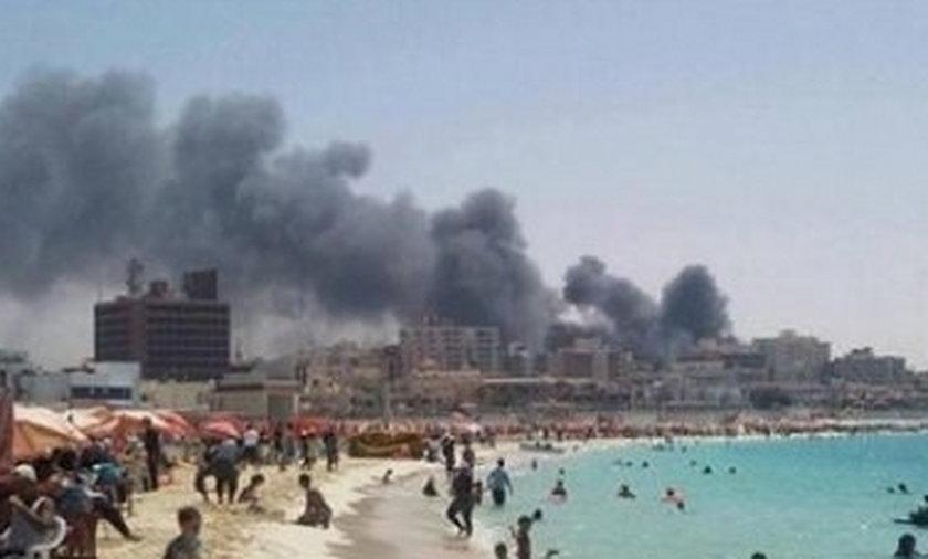 Egipskie plaże oblegane, a miasto płonie