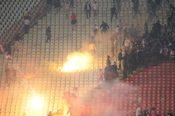 KAZNE ZA DERBI Zvezda igra pred praznim tribinama, Partizan plaća milion dinara