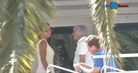 Milijarder prošetao sa 45 godina mlađom suprugom, a svi mu gledaju u DESNO OKO!
